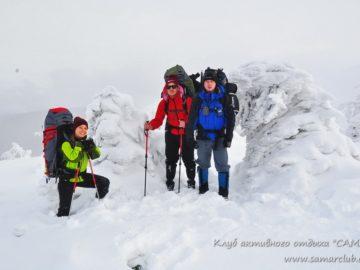 Среди снега в горах