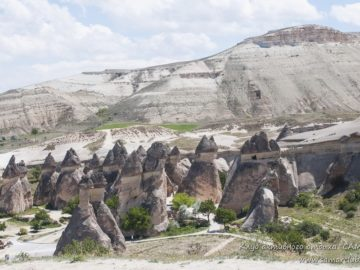 Долина со скалами