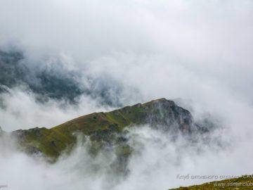 Гор покрыта облаками