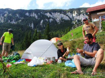 Лагерь с палатками