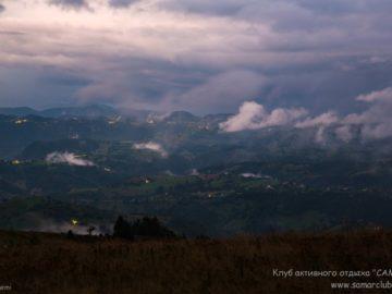 Облака над вечерним поселением