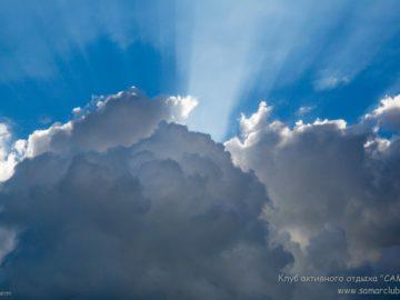 Солнце играет в облаках