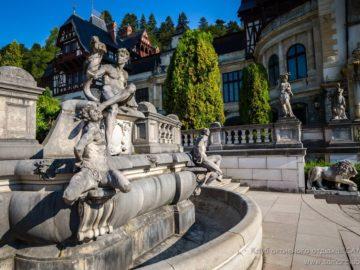 Стату в фонтане