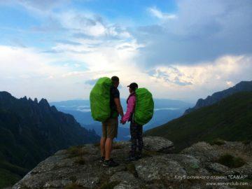 Вдвоем на краю горы