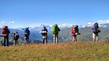 Туристы с рюкзаками