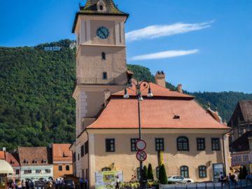 Город Брашов часы на башне