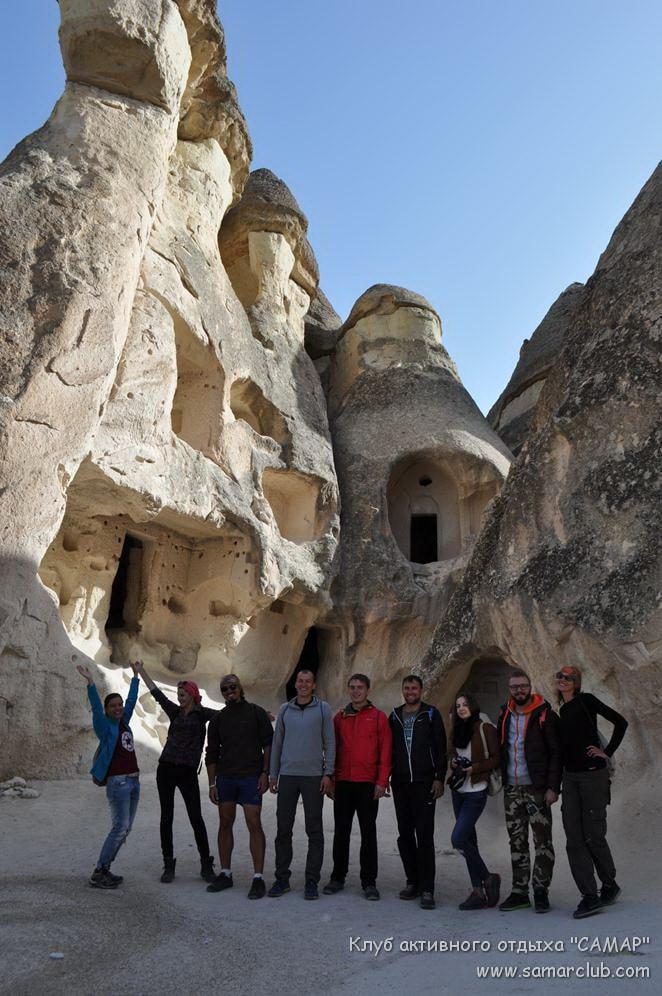 Каменные строения в скалах