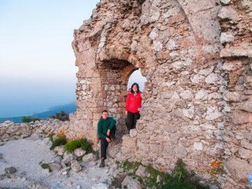 На руинах древних построек