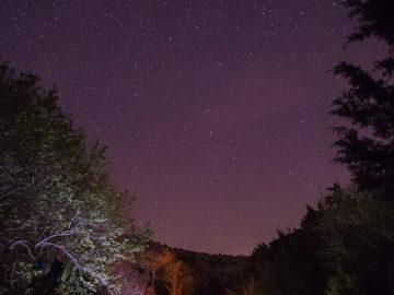 Палаточный лагерь ночью