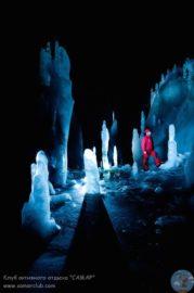 Пещера Скэришоара ледяные статуи