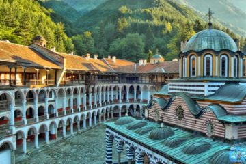 Рильский монастырь двор