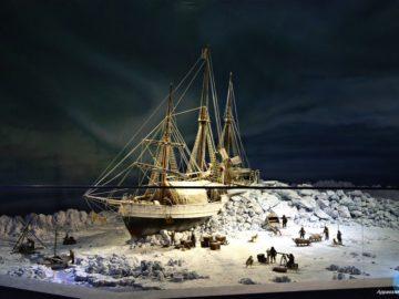 Экспонат корабль в музее
