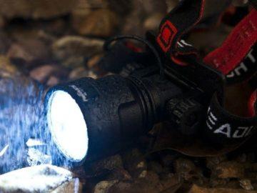 Налобный фонарь на дожде