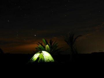 Палатка в темноте