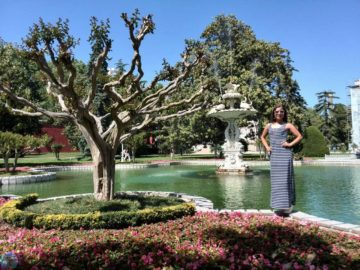 Дворец Долмабахче фонтан