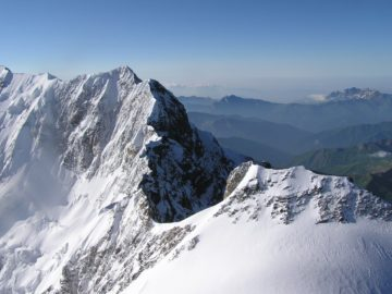 Гора Шхара с высоты птичьего полета