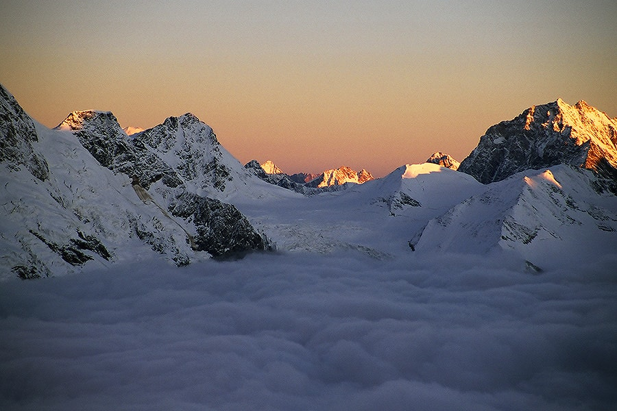Облака над горой Шхара