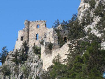 Замок Буффавенто сбоку