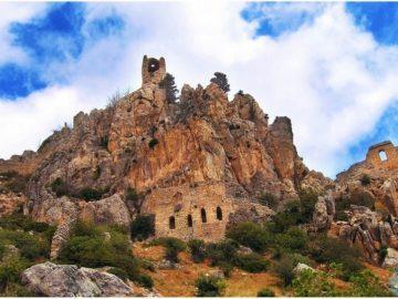 Замок Святого Иллариона у подножья