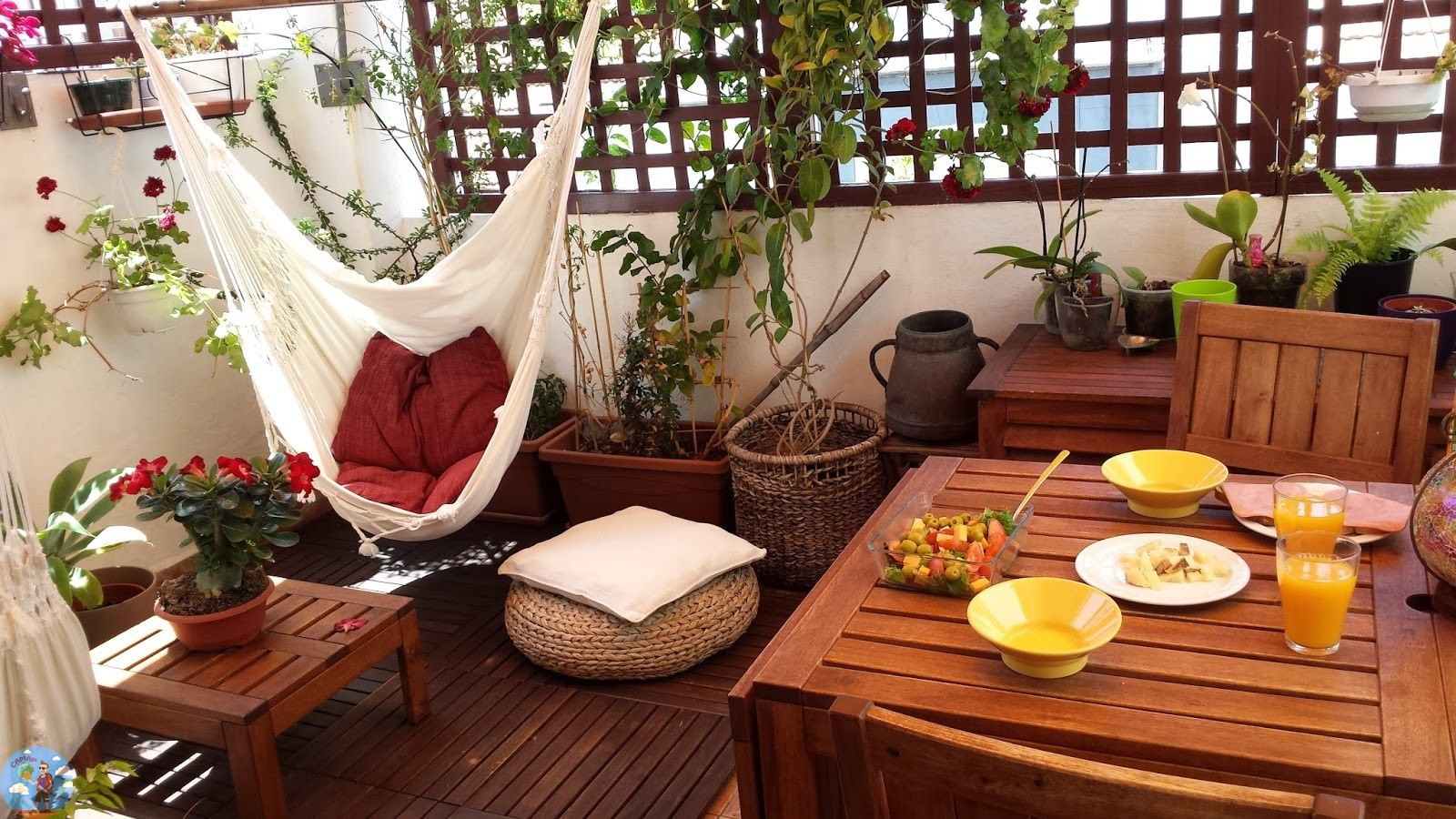 Уютный интерьер кафе