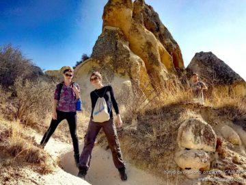 Девушки на холмах