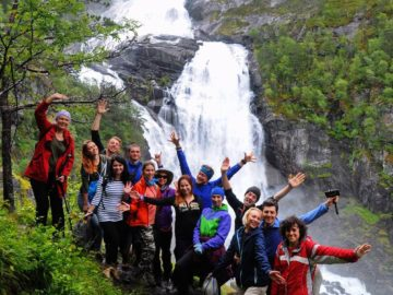 Фото на фоне водопада
