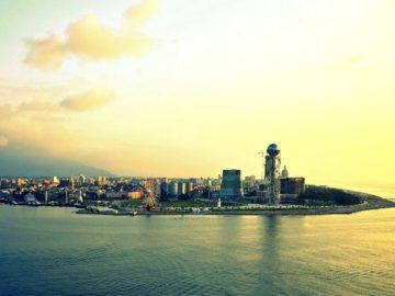Город возле моря