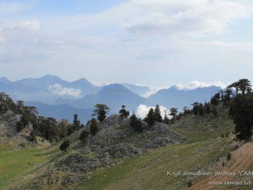 Облака над горами в далеке