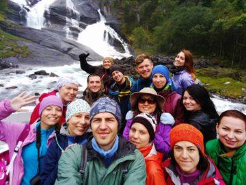 Общее фото на фоне водопада