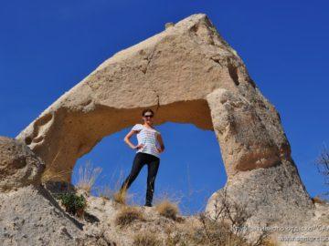 Под каменной аркой