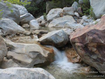 Ручей в камнях