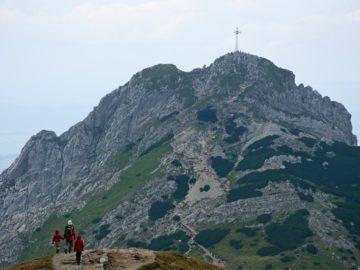 Вышка на пике горы