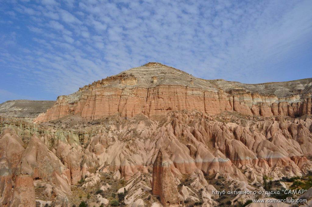 каменные пики под горой