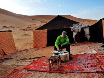 Лагерь местных в пустыне