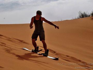 На борде по песку