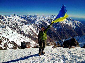 С Украинским флагом