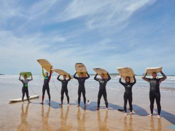С досками для серфинга