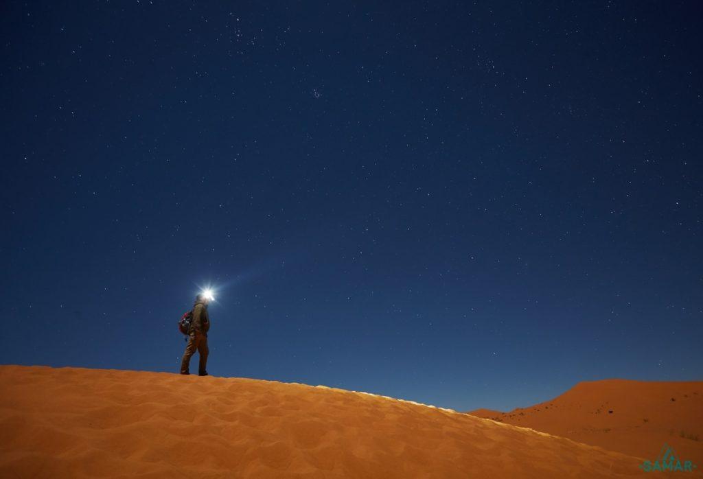 Свет фонаря в пустыне