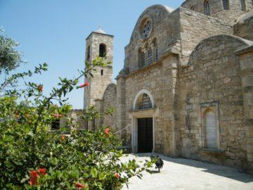 Цветы возле монастыря