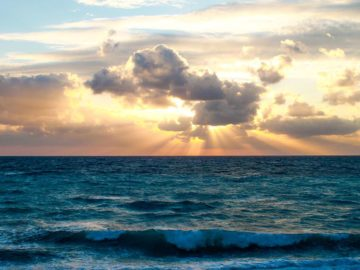 Закат над водой