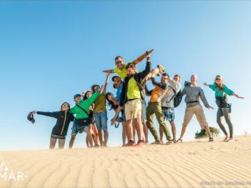 Общее фото на песчаных дюнах