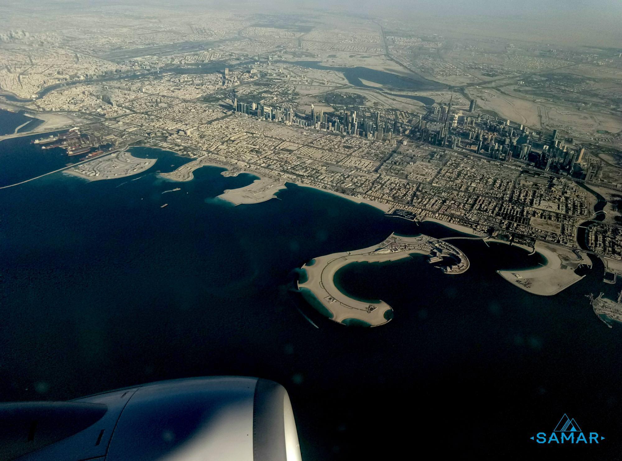 Город в эмиратах вид из самолета