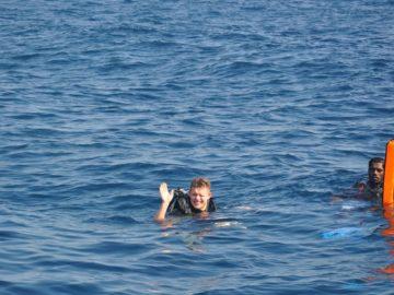С аквалангом в воде