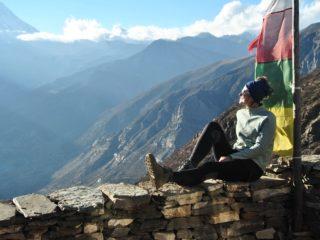 Девушка в непальских горах