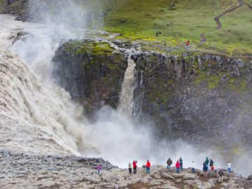 Огромный водопад